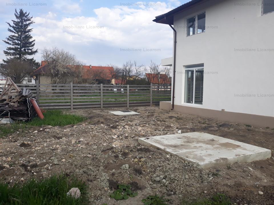 Casa,parte din duplex,Stupini