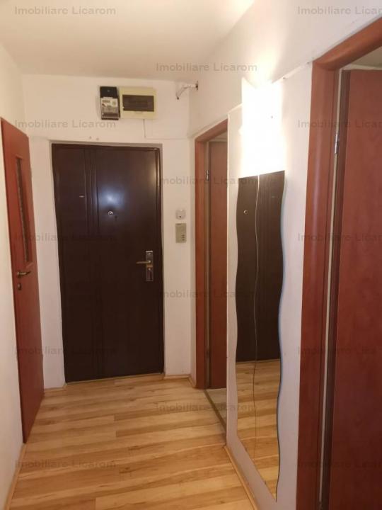 Apartament 3 camere zona Pasaj -Grivitei etaj intermediar cu imbunatatiri.60000E