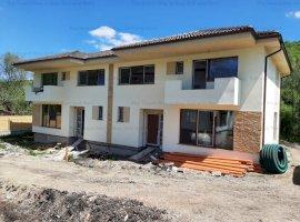Casa tip duplex in  Dambul Rotund
