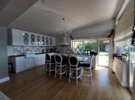 Casa deosebita cu finisaje premium, 162 mp util, 300 teren, priveliste, garaj, jacuzzi!
