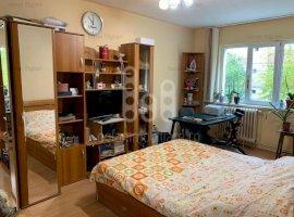 Apartament 4 camere, decomandat, 2 bai, etaj 1, Zona Vasile Aaron