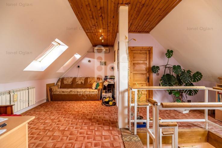 Apartament La Casa 2 Nivele 4 Camere 3 Bai Stefan Cel Mare Politie
