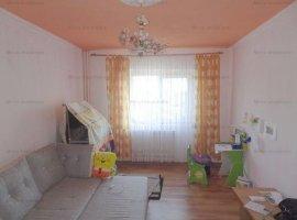 Apartament 3 camere, 2 balcoane, decomandat, zona Mihai Bravu
