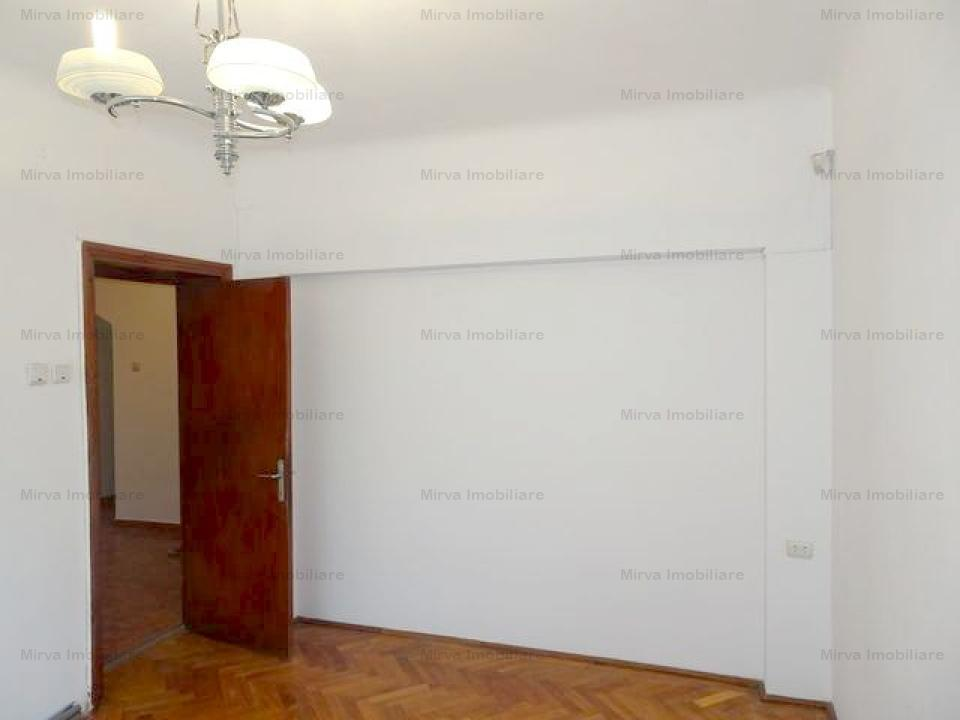 Casa 5 camere, zona Cantacuzino