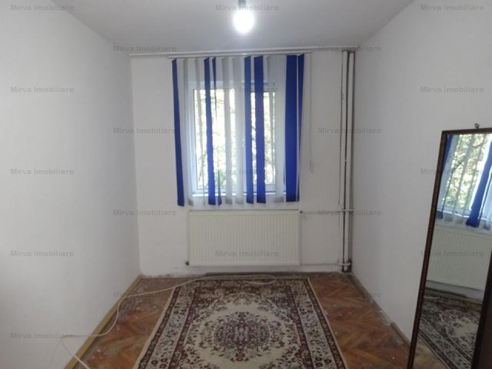 Apartament 4 camere, zona Vest
