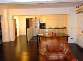 Vanzare apartament 3 camere, foarte spatios, zona Marasesti