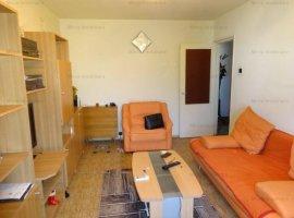 Vanzare apartament 3 camere, decomandat, zona Malu Rosu