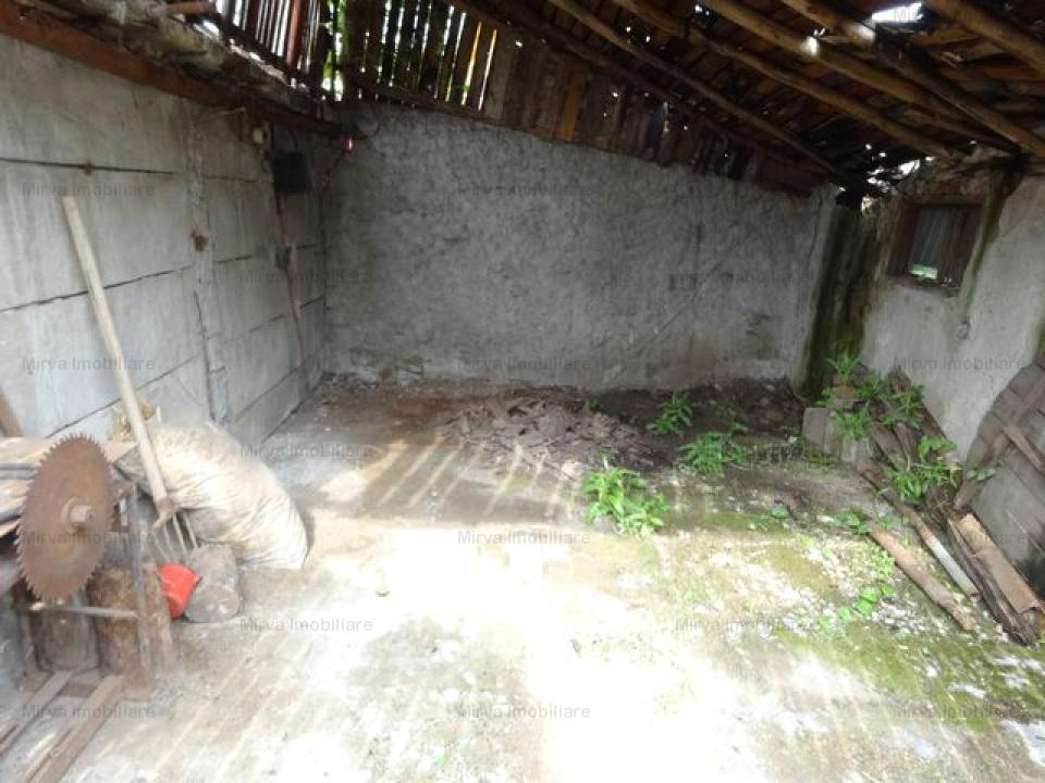 Vanzare casa, teren 1390 mp, in Bucov