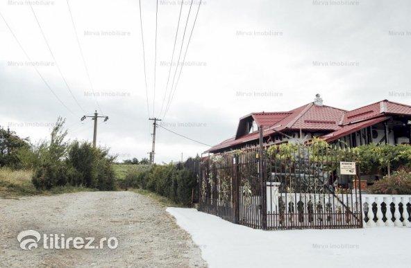 Vanzare conac cu 16 ha teren, in Chitorani