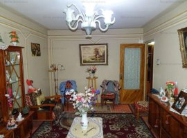 Vanzare apartament 3 camere, decomandat, zona 9 Mai