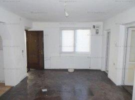 Vanzare apartament 2 camere, la curte, zona Centrala