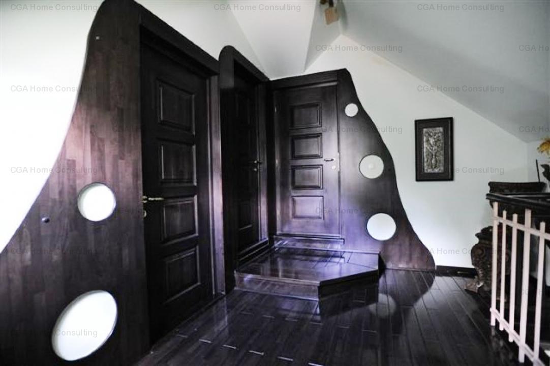 Apartament  superb de vanzare in vila, finisaje de lux, 5 camere, zona Cismigiu