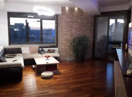 Apartament LUX de vanzare  4 camere zona Centrul Civic