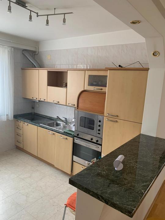 Apartament  cu 3 camere ultracentral - 1250 Euro