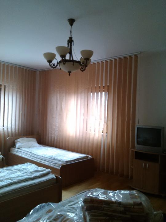 Inchiriere vila 6 camere, zona Nord, Pitesti