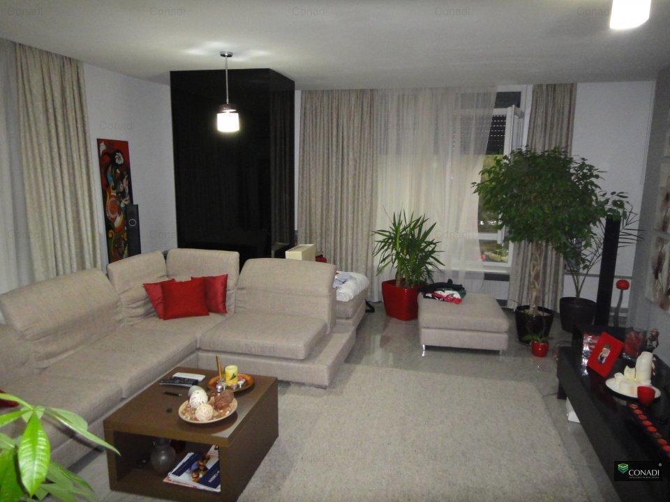 Apartament spatios de vanzare complet mobilat si utilat