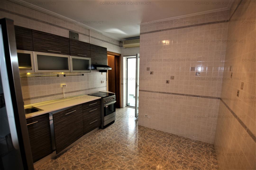 Inchiriere apartament de 5 camere cu garaj si 2  boxe in Bulevardul Primaverii