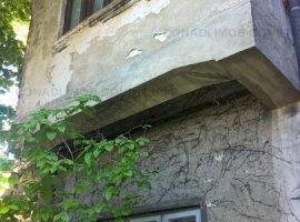 Teren cu casa cu proiect de extindere si consolidare