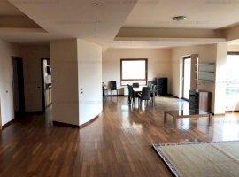Apartament 4 camere cu loc de parcare