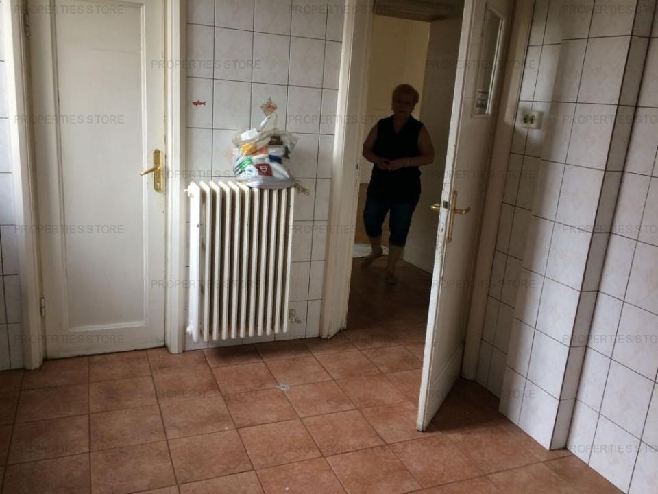 Apartament 4 camere , Romana