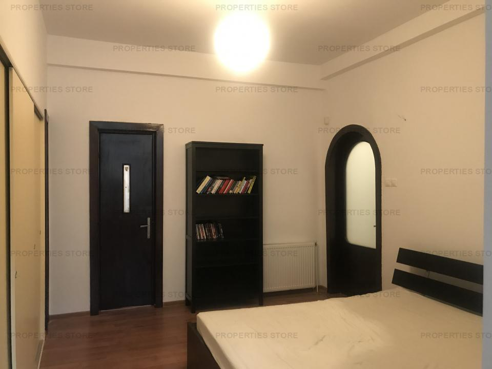 Apartament spatios in bloc interbelic Mantuleasa