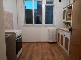 Apartament cu 3 camere in zona RAUL DOAMNEI