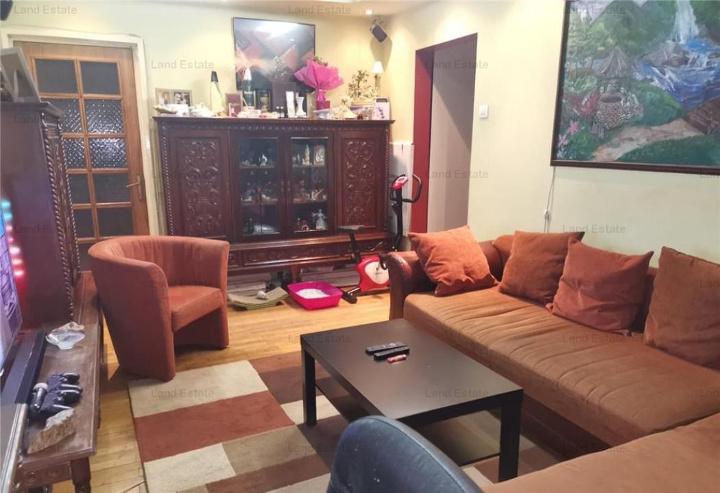 Apartament cu 4 camere in zona Dezrobirii