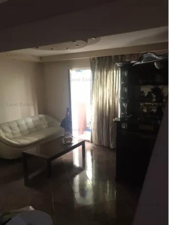 Apartament cu 3 camere in zona Tricodava