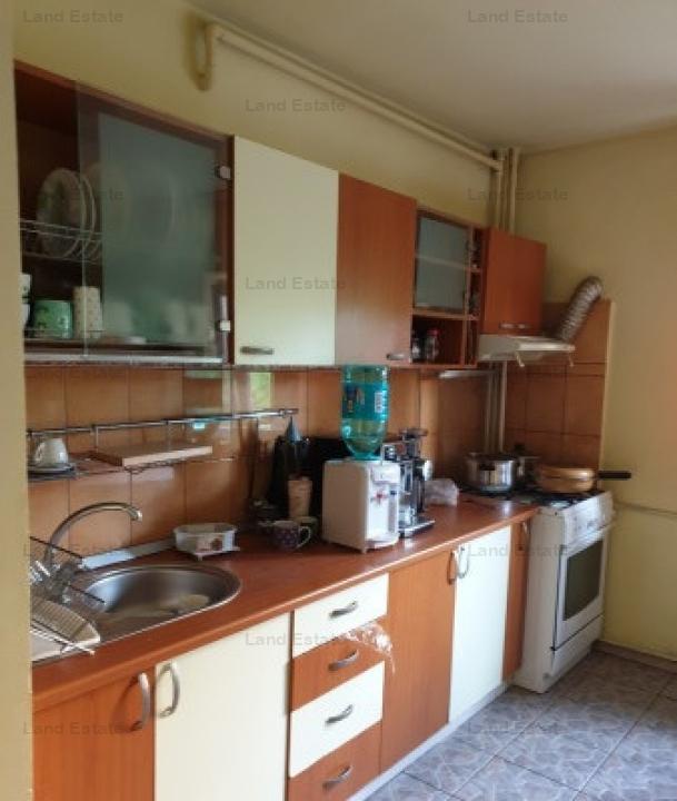 Apartament cu 4 in zona parc Sebastian