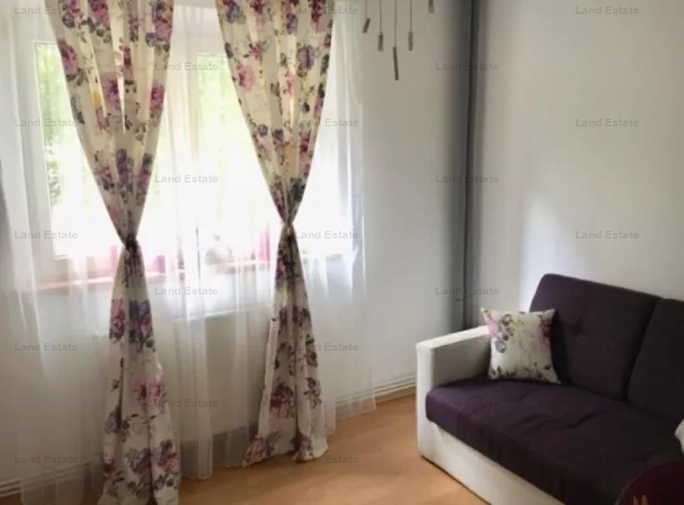Apartament cu 3 camere in zona Liceul Teoretic Ștefan Odobleja