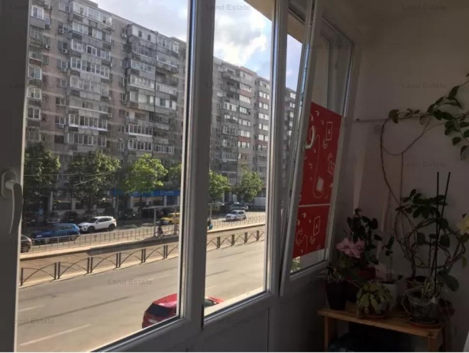 Apartament cu 3 camere zona Stefan cel Mare