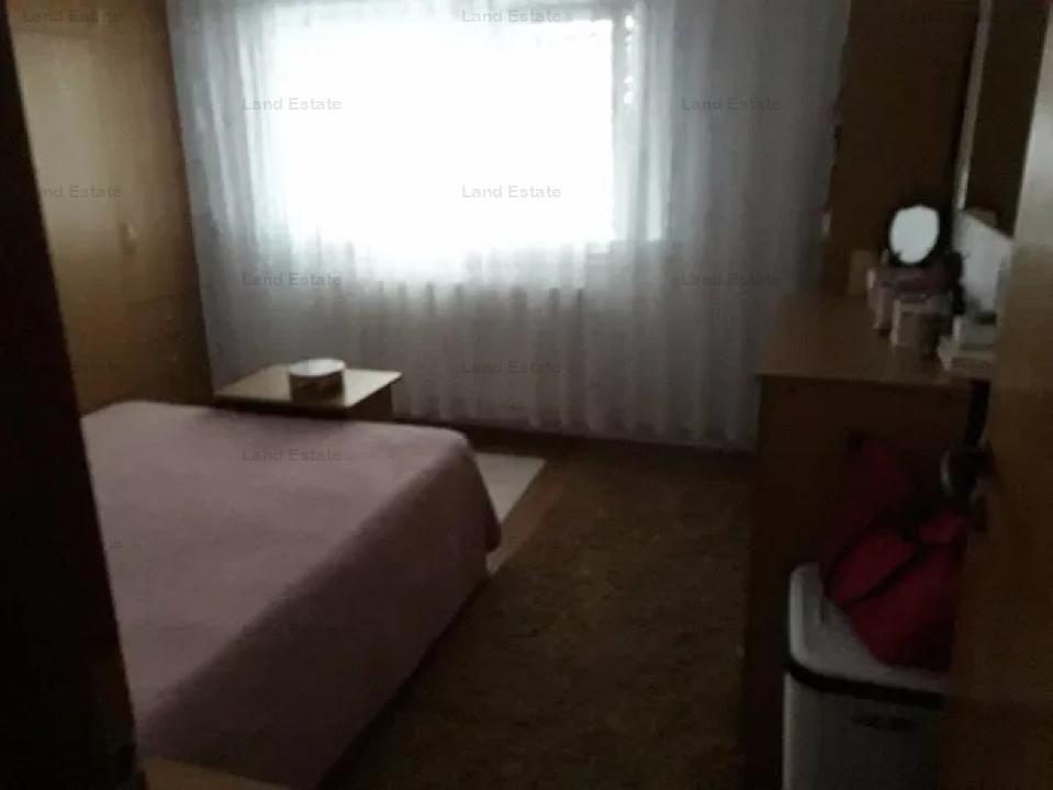 Apartament cu 3 camere in zona 13 Septembrie