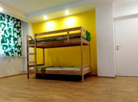 Apartament de 3 camere transformat in 2 ( 3 minute pana la metrou )