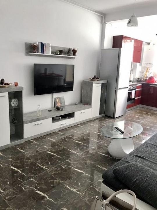 Apartament 2 camere 200m de metrou Pacii