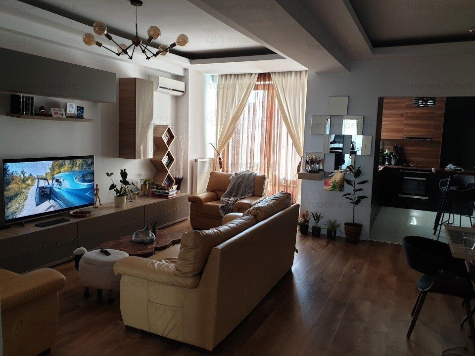 Apartament  de 3 camere dec. in bloc an constructie 2015 + garaj la subsol