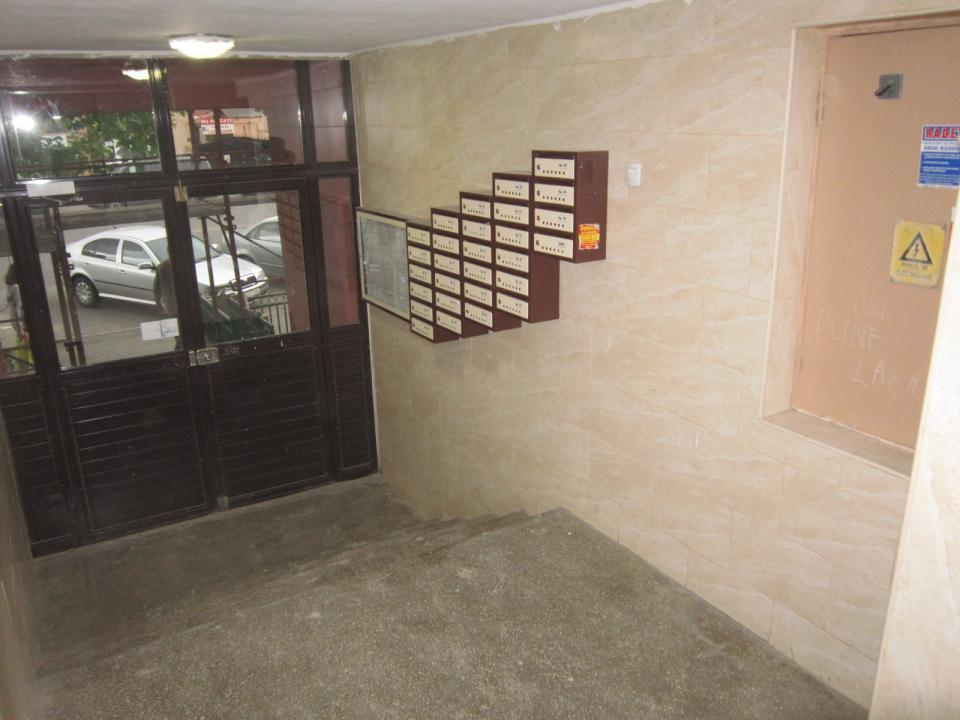 13 Septembrie Parc Sebastian, langa parc, hol L, etaj 1/8.
