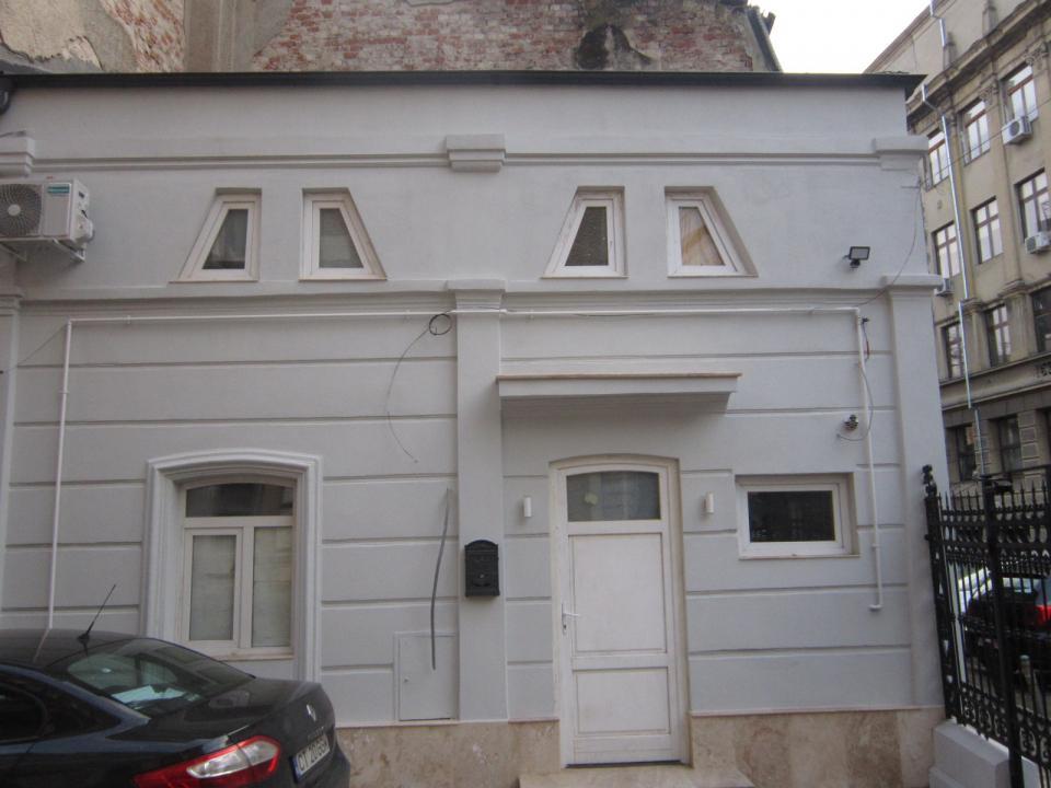Piata Universitatii-Batistei, casa complet mobilata, utilata, libera