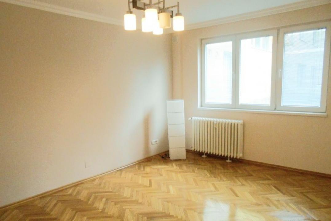 https://www.romtor.ro/ro/vanzare-apartments-4-camere/bucuresti/4-camere-zona-domenii-arcul-de-triumf_1489
