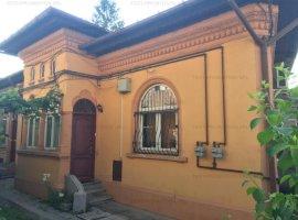 Casa de vanzare la curte Eroii Revolutiei