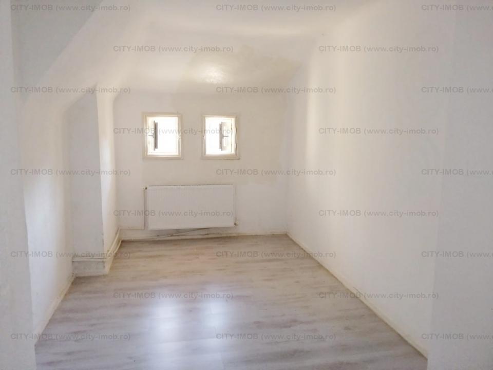 Inchiriere etaj complet intr-o vila in zona Piata Romana