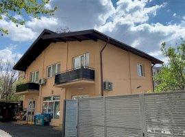 Vila 200 mp cu spatii comerciale la parter, Berceni langa metrou, curte 220 mp