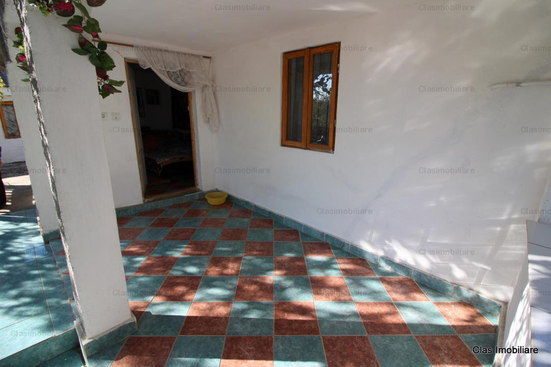 Casa cu teren in Com Izvoarele  !!