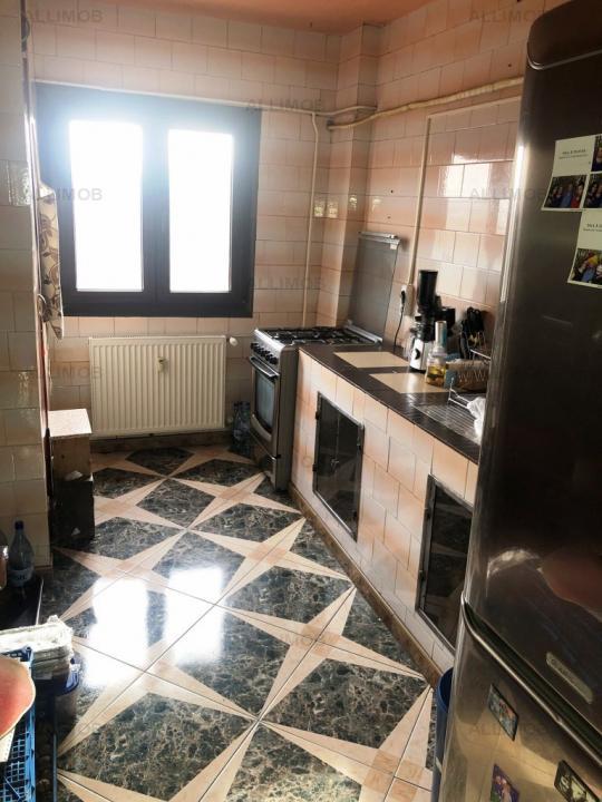 Apartament 3 camere, 2 bai, zona Cantacuzino, Ploiesti