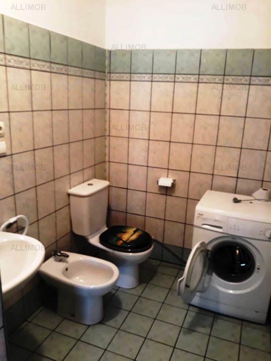 Casa 5 camere in Bucov.