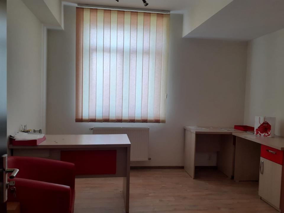 Apartament 5 camere in zona Mihai Bravu