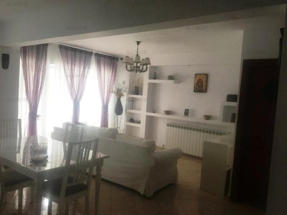 Apartament 3 camere, zona Republicii