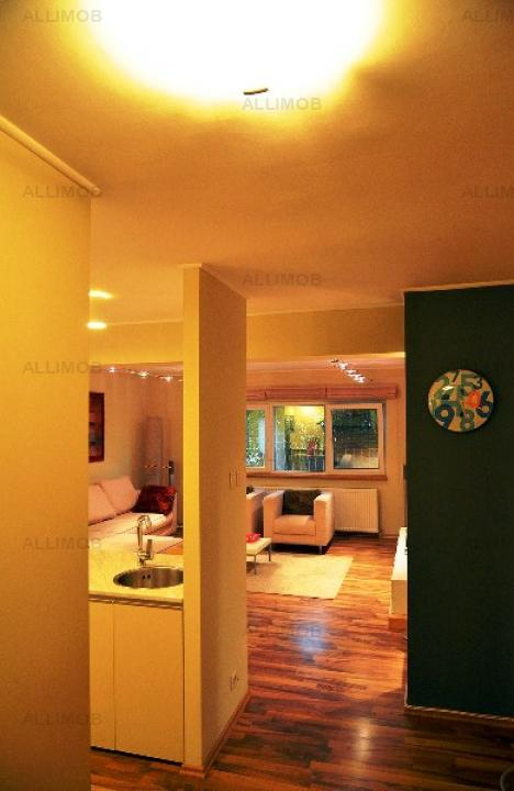 Apartament 3 camere, zona Democratiei