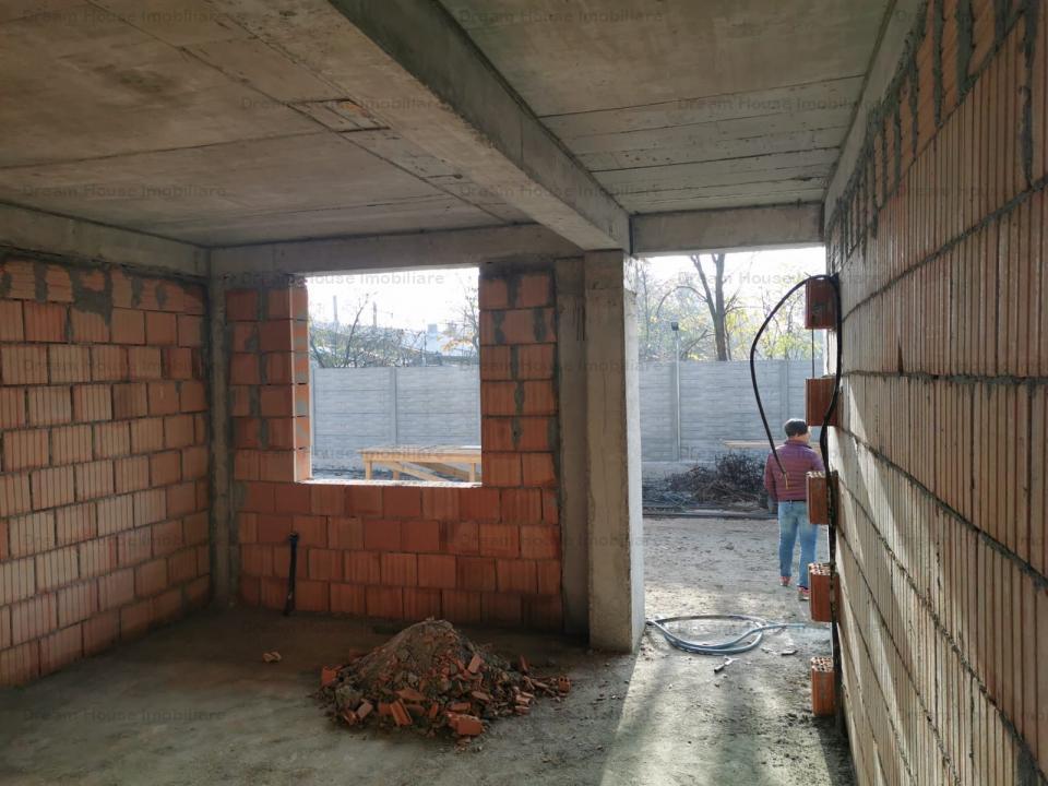 Vile Straulesti/2 Cocosi/Sisesti, 5 camere si curte de 50 mp