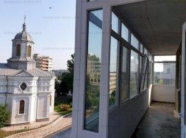 Ultracentral, vis a vis Catedrala, 3 camere, etajul 3, centrala termica, boxa