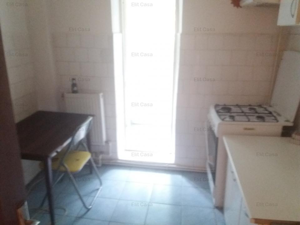 3 camere decomandat, Galata, 62mp, liber